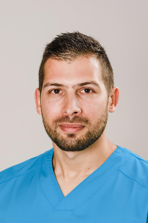 Д-р Евгени Нешкински, д.м. FEBO