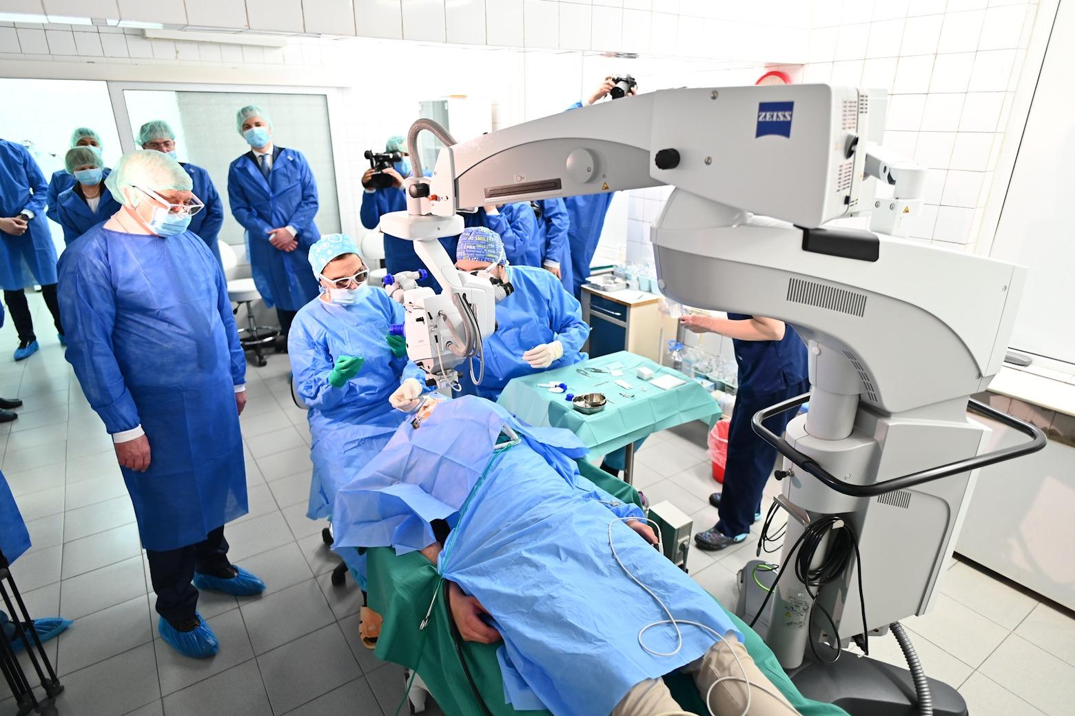 Министърът на здравеопазването Кирил Ананиев посети Специализираната болница по очни болести във Варна